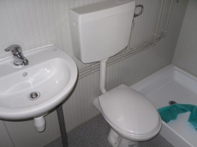 Box Prefabbricati modello L1 - Wc, lavabo e doccia, Servizio centrale - 10,14 m. | Box & Box