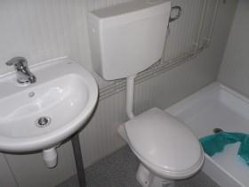 Containeren Modell P1 - WC, Waschbecken und Dusche, getrennte Toiletten - 3,14 m. | Container.biz